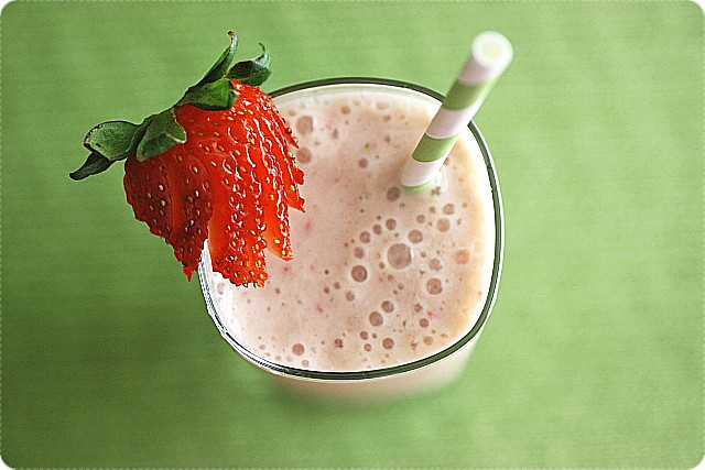 Strawberry Banana Smoothie {mind-over-batter.com}