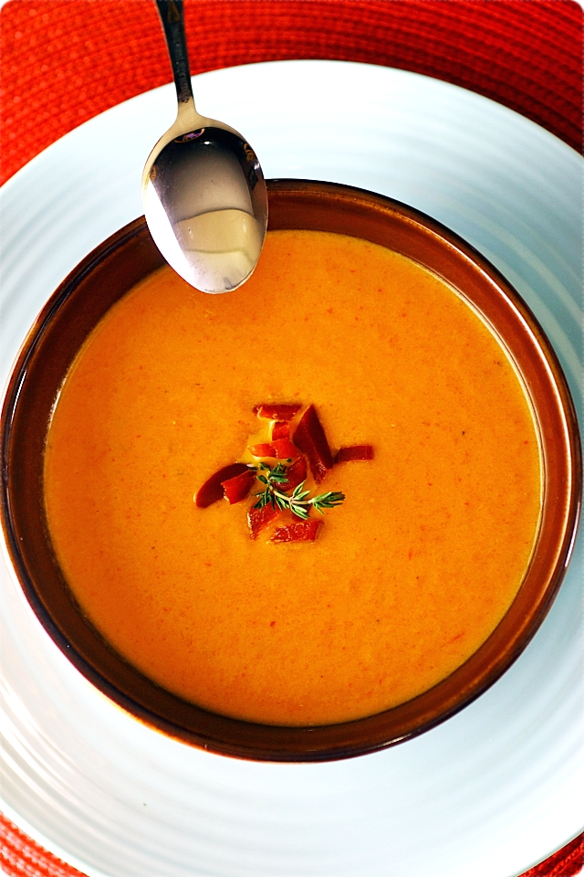 Roasted Tomato and Red Pepper Soup {mind-over-batter.com}