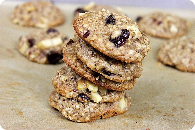 Apple Oatmeal Cinnamon Raisin Cookies {mind-over-batter.com}
