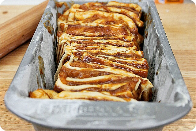 Pumpkin and Brown Sugar Pull Apart Bread {mind-over-batter.com}