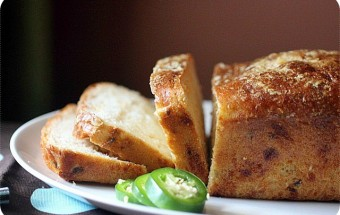 Jalapeño Cheese Bread {mind-over-batter.com}