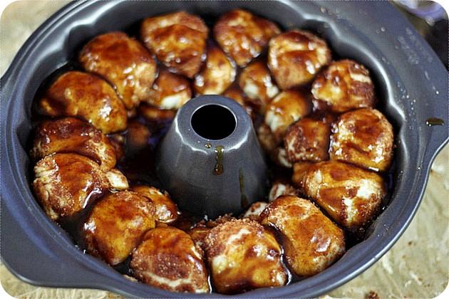 Apple Butter Monkey Bread {mind-over-batter.com}