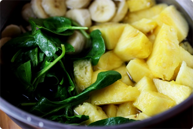 pineapple spinach banana smoothie 3