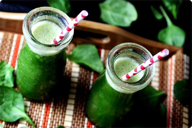 pineapple spinach banana smoothie 5