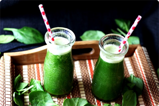 Spinach, Pineapple, and Banana Smoothies
