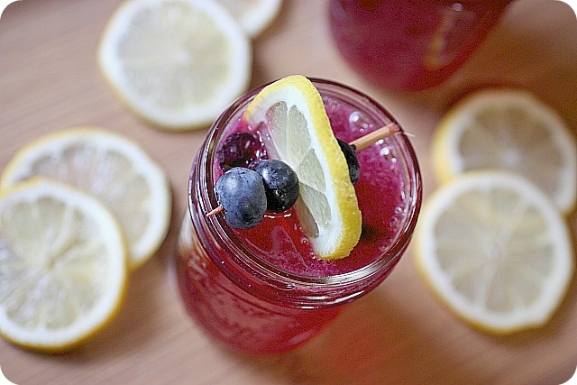 Blueberry Lemonade {mind-over-batter.com}