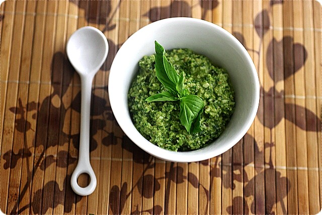 spinachbasilwalnutpesto-7.jpg