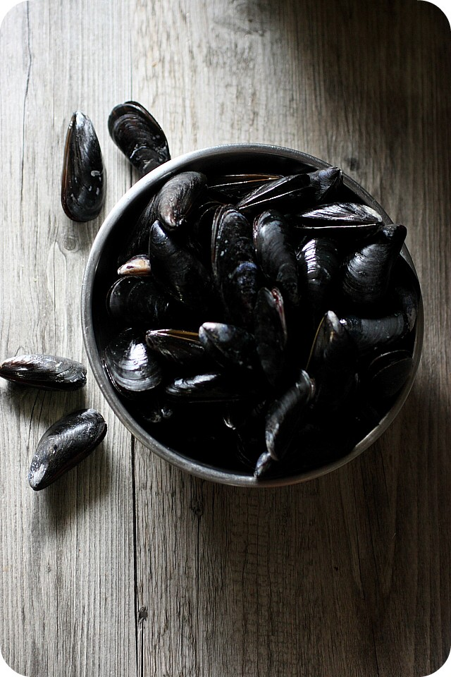 Chipotle Lime Mussels {www.mind-over-batter.com}