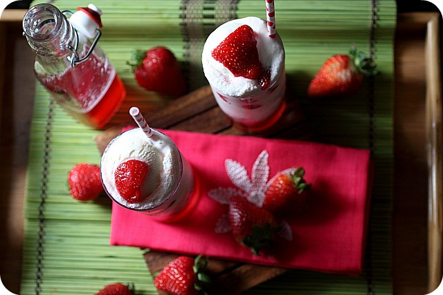 Strawberry Vodka Float {mind-over-batter.com}