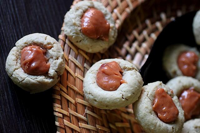 Guava Thumbprint Cookies {mind-over-batter.com} #CookieWeek