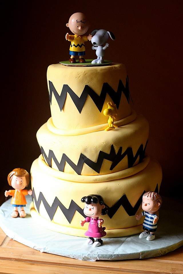 Peanuts Gang Cake {mind-over-batter.com}