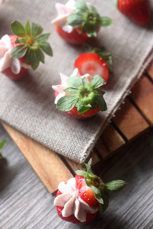 Strawberry Cheesecake Stuffed Strawberries {mind-over-batter.com}