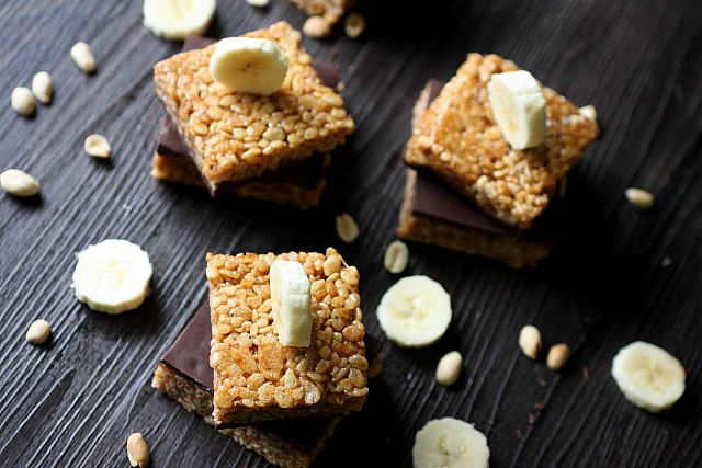 Peanut Butter Banana Rice Krispie Treats {mind-over-batter.com}