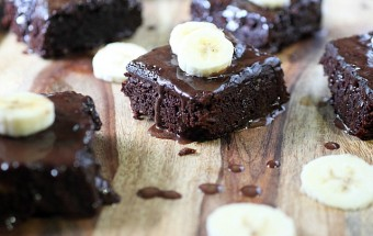 Fudgie Cakey Banana Brownies {mind-over-batter.com}