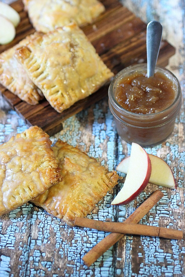 Spiced Apple Mini Pies {mind-over-batter.com}
