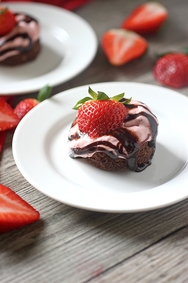 Fresh Strawberry Mousse Recipe -- www.mind-over-batter.com