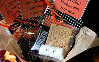 Bootiful Halloween S'mores {mind-over-batter.com}