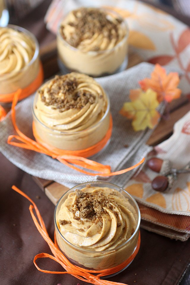 No Bake Pumpkin Pie Cheesecakes {mind-over-batter.com}