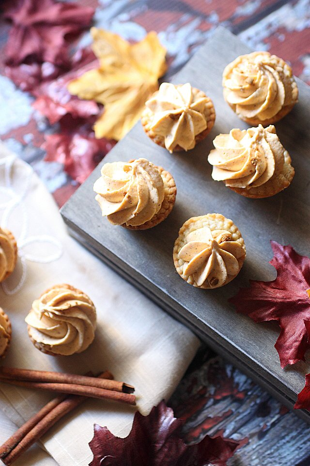Mini Pumpkin Cheesecake Pies {mind-over-batter.com}