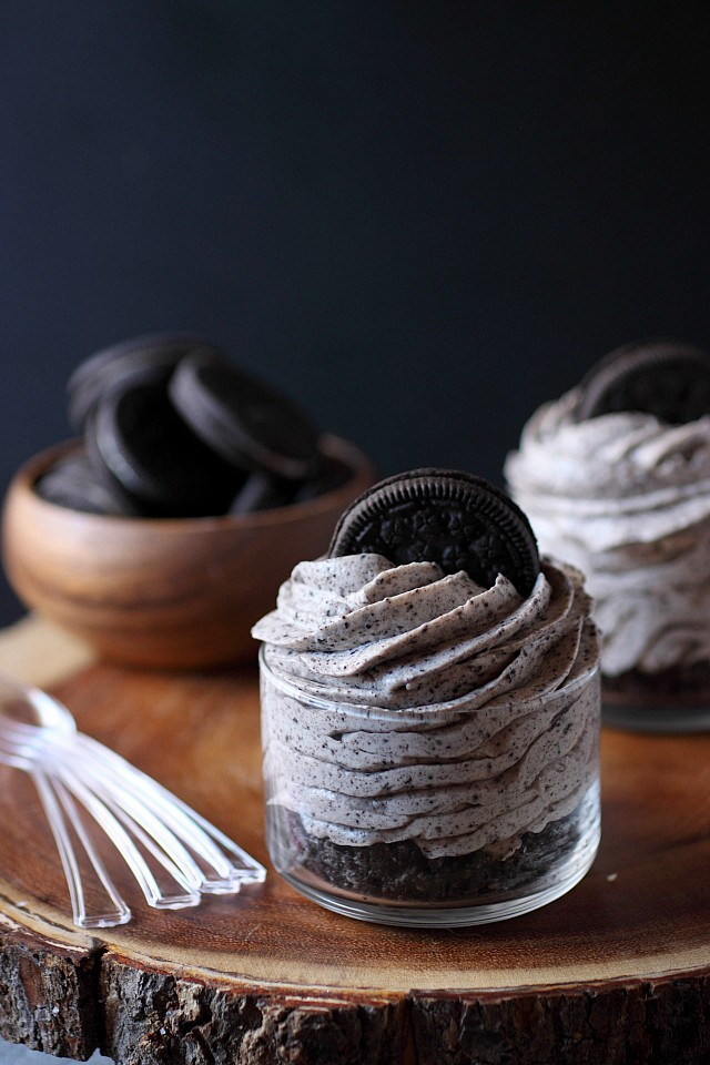 No Bake Cookies -N- Cream Cheesecakes [mind-over-batter.com]