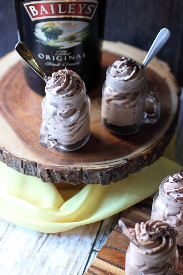 Bailey's Irish Cream Mini Cheesecakes {mind-over-batter.com}