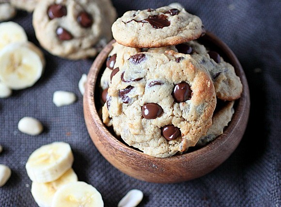 Peanut Butter Banana Chocolate Chip Cookies {mind-over-batter.com}