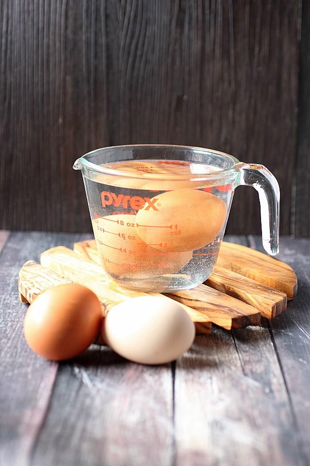 Room temperature eggs in 5 Minutes! {mind-over-batter.com}