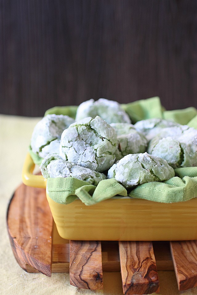Green Tea Vanilla Bean Almond Crinkle Cookies {mind-over-batter.com}