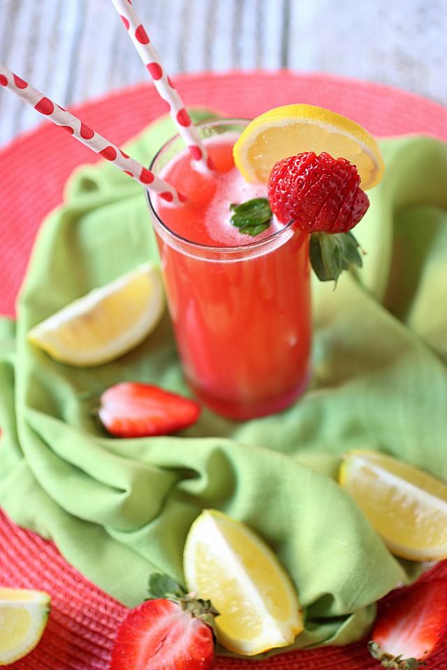 Strawberry Lemonade {mind-over-batter.com