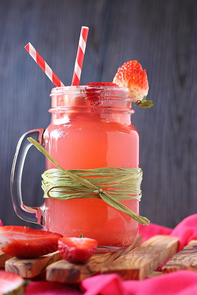 Strawberry Soda {mind-over-batter.com}