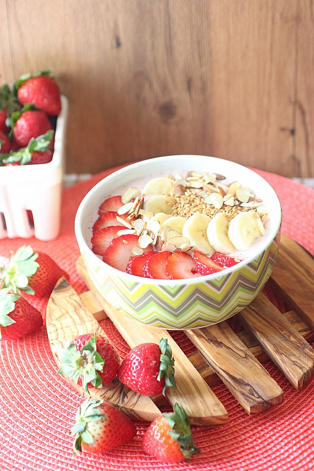 Strawberry, Banana, Almond Flax Seed Smoothie Bowl {mind-over-batter.com}