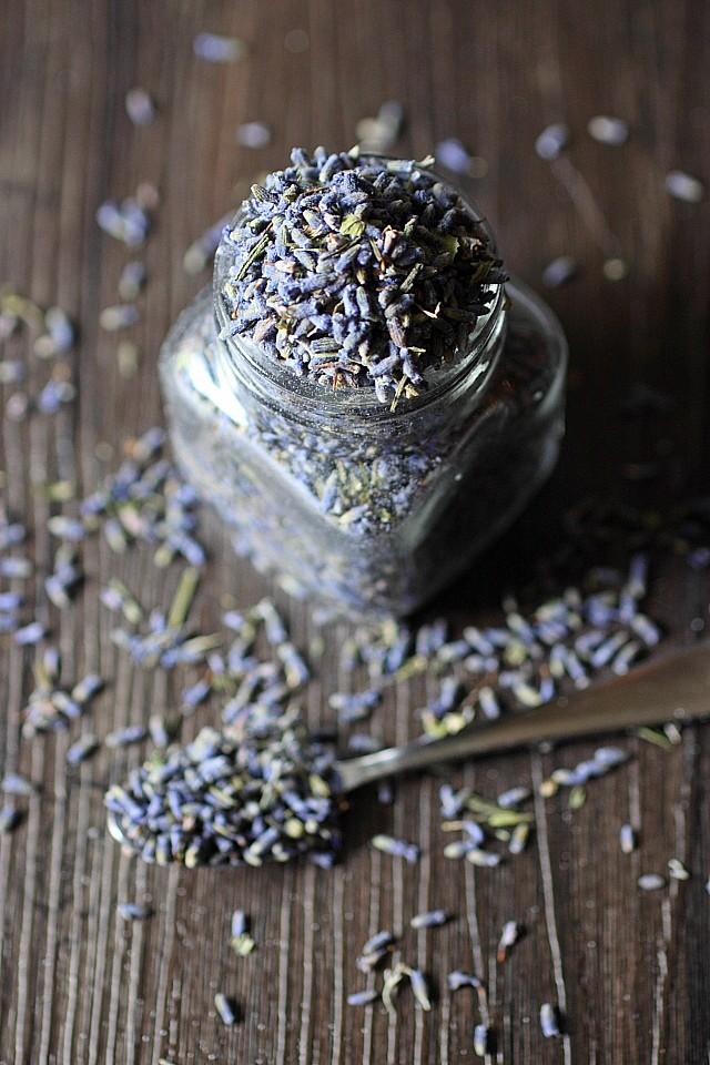 DIY - Lavender Vanilla Infused Sugar {mind-over-batter.com}