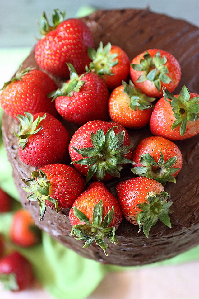 Macerated summer strawberries and a luscious chocolate buttercream are sandwiched between layers of deliciously moist vanilla bean cake in this Chocolate & Strawberry Layer Cake! Can I get a 'love sigh' from you? Because this cake is about to release all your happy! {mind-over-batter.com}
