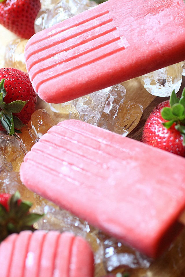 Five ingredients - Fresh strawberies, sugar, water, vanilla extract, and gelatin are all you need to make these flavor-packed strawberrylicious summer popsicles!{mind-over-batter.com}