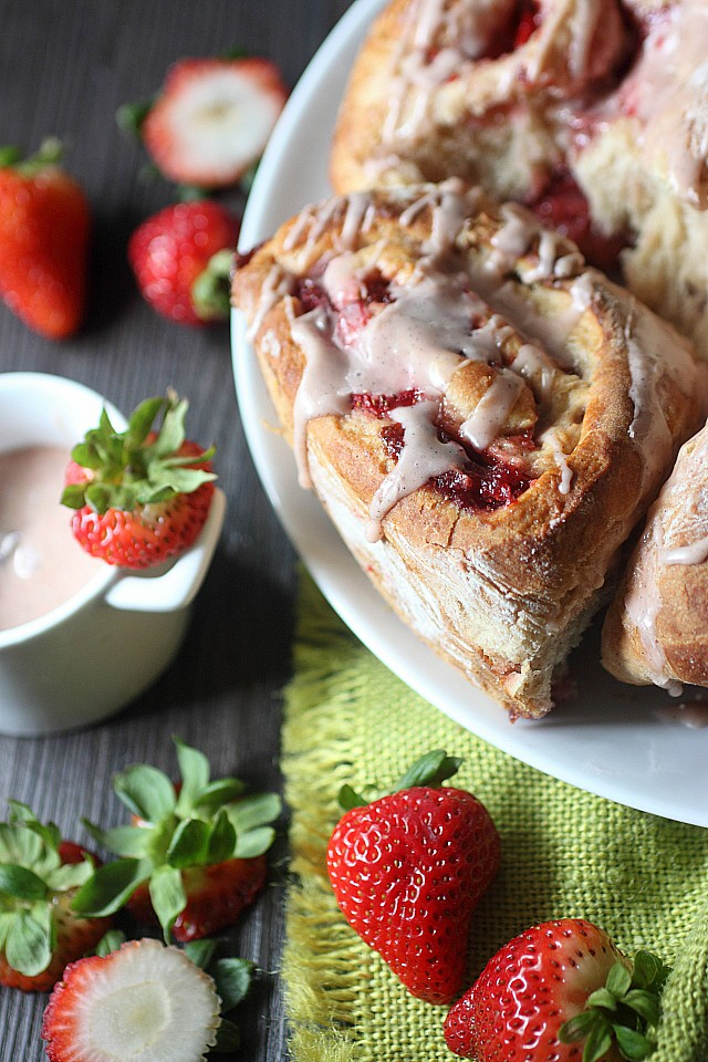 Put down the cinnamon rolls 'till fall, homies!  Grab a Skillet Strawberry Roll, instead! These rustic rolls are made with a hint of cinnamon in the dough, homemade strawberry vanilla jam, and sliced strawberries. Top them off with a strawberry glaze and you have the perfect summer breakfast! www.mind-over-batter.com