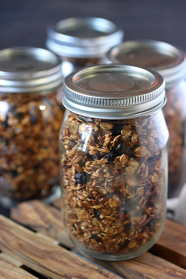 Homemade granola has never been easier! This Kitchen Sink Granola has all the things! Good things! Lightly sweetened with raw organic honey, brown sugar syrup, and a hint of brown sugar. Chock full of nuts, seeds, and coconut flakes – For texture, nutrients, and a bit o' protein. Finally, apple butter and warm spices to observe the fall stylo! www.mind-over-batter.com