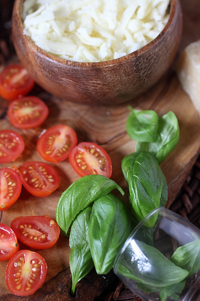 The classic Pizza Margherita.... In a skillet! This lip-smacking thin crust pizza is adorned with a quick homemade tomato sauce, chewy mozzarella cheese combined with a bit of nutty Parmesan, fresh basil, and grape tomatoes. Pizza night  just got tastier! www.mind-over-batter.com