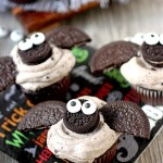 Chocolate Cookies -N- Cream Mini Bat Cupcakes