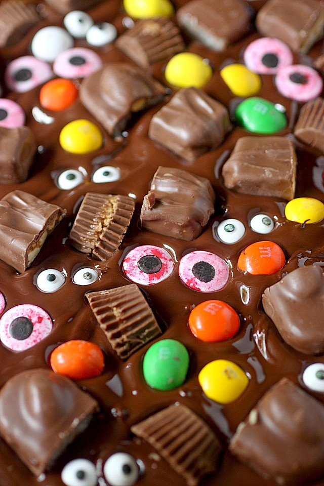 candy-bark4How FUN is this Halloween bark?! Sometimes one candy bar isn't enough. Sometimes you need several fun size pieces of chocolate pressed into melted chocolate. And since we're celebrating Halloween – Candy eyes – Because you gotta feel like somebody's watching you! www.mind-over-batter.com