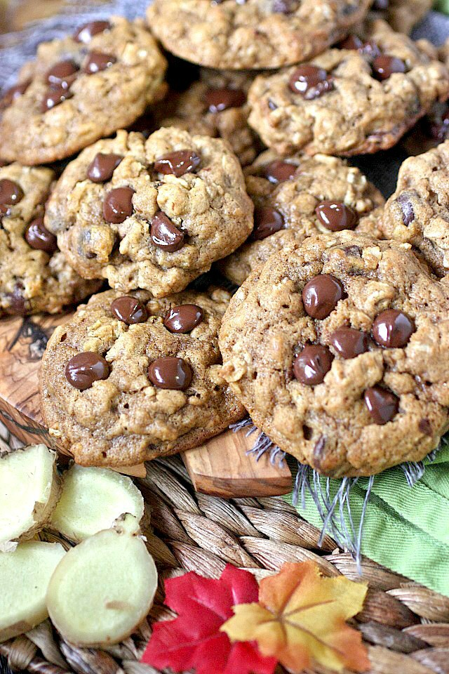 Looking for a cookie that's a sure hit? Look no further than these Pumpkin Oatmeal Chocolate Chip Cookies! These soft-baked beauties burst with pumpkin, fall spices, old fashioned oats, and semi-sweet chocolate chips! Admit it, this cookie rocks!  www.mind-over-batter.com