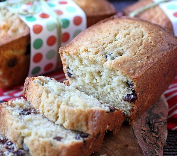 Vanilla Bean Chocolate Chip Pound Cake -- www.mind-over-batter.com
