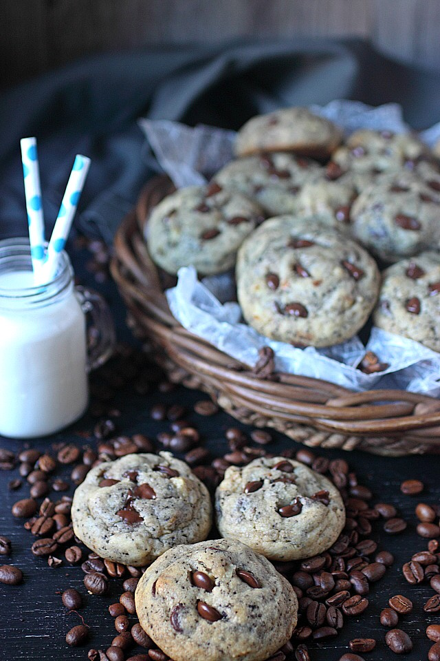Espresso Chocolate Chip Cookies -- www.mind-over-batter.com