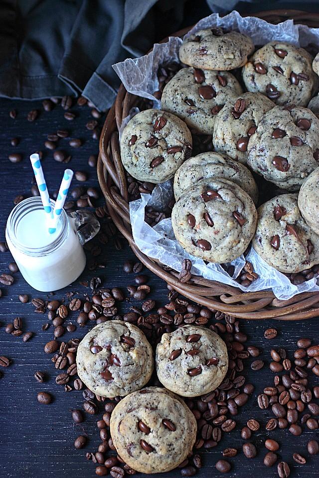 Espresso Chocolate Chip Cookies -- www.mind-over-batter.com