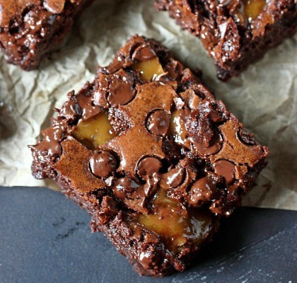 Moist and Chewy Toffee Brownies -- www.mind-over-batter.com
